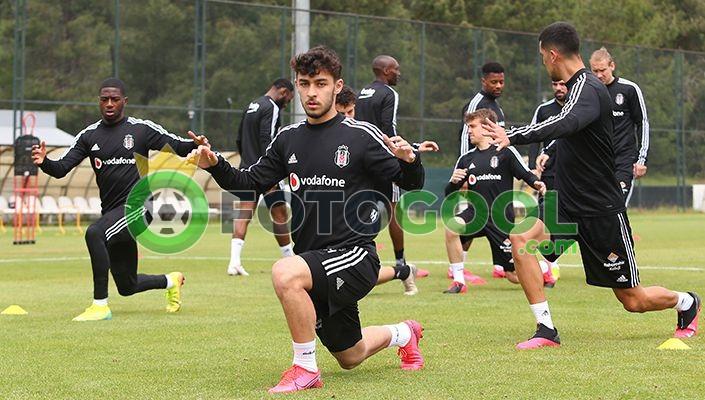 Futbol Takımımız, hazırlıklarına BJK Nevzat Demir Tesisleri'nde bu sabah yaptığı çalışmayla devam etti.