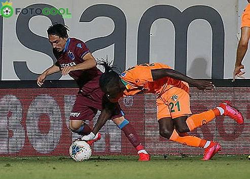 Alanya Trabzonspor'u liderlikten etti. 2-2