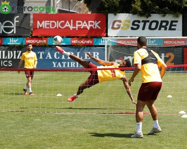 Galatasaray'da Pazar mesaisi