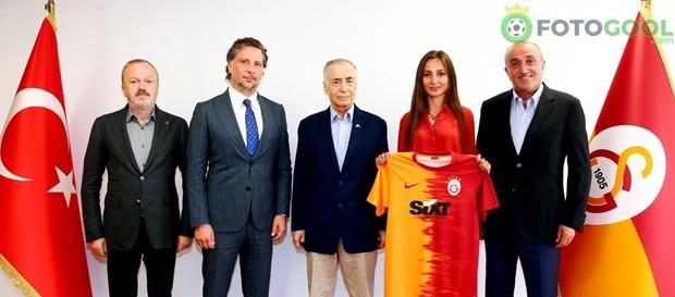 SIXT rent a car Galatasaray'a sponsor oldu