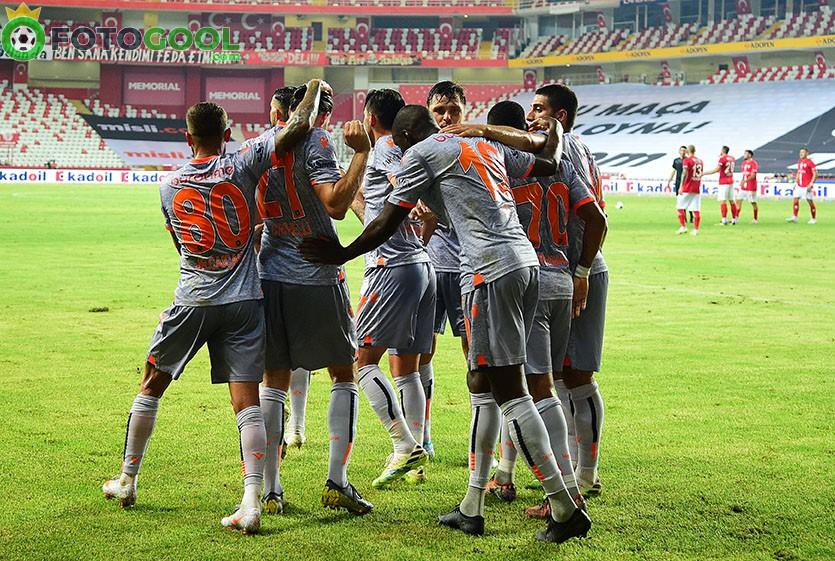 Lideri Başakşehir, 3 puanla döndü 2-0