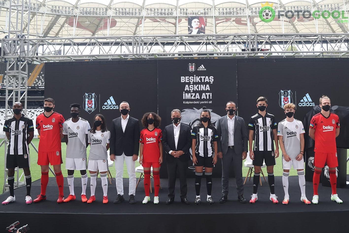 Beşiktaş yeni formalarını tanıttı.