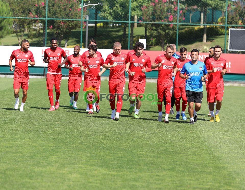 Sivasspor, Kasımpaşa Kemerburgaz Tesisleri'nde çalıştı