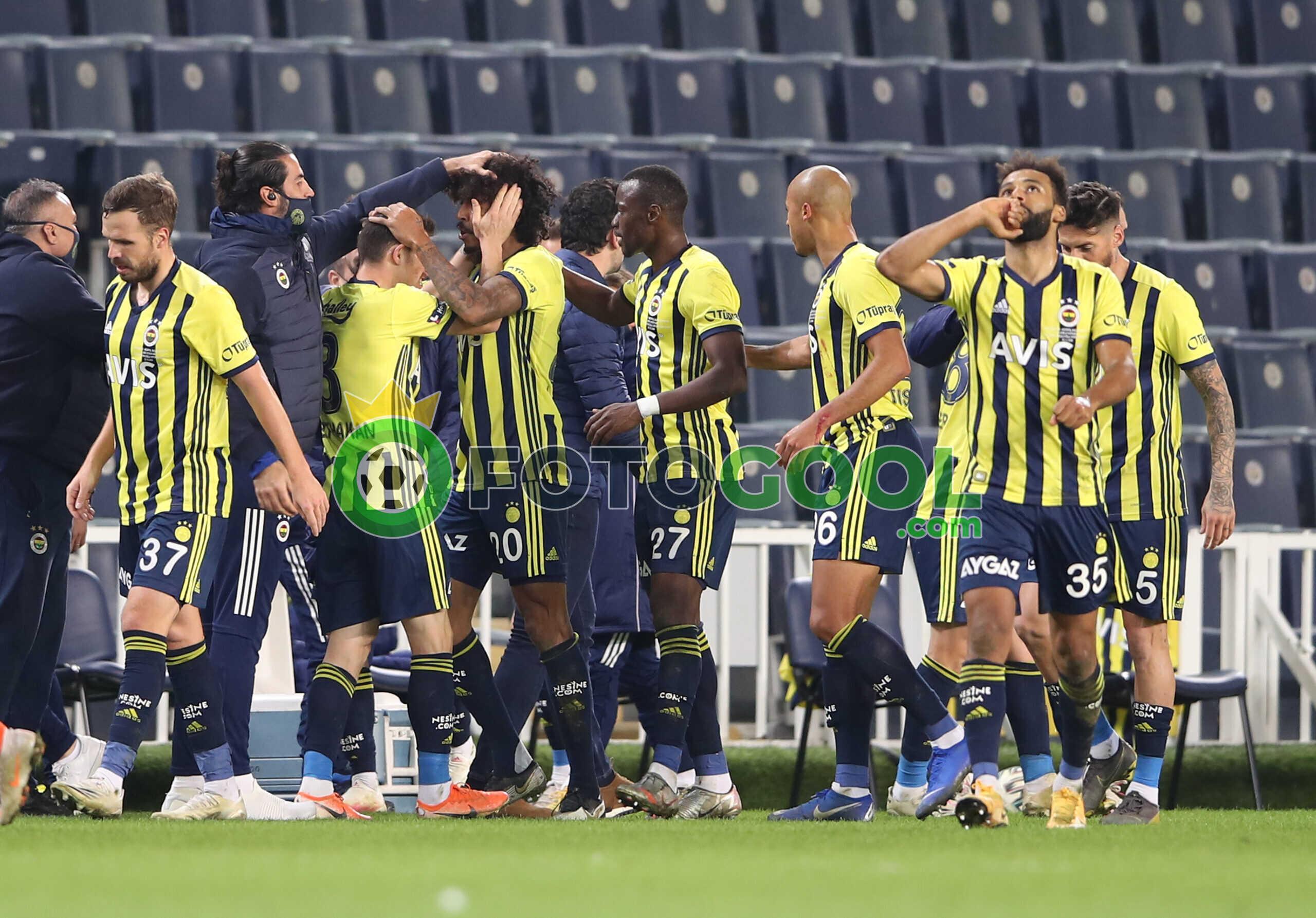 Fenerbahçe Başakşehir'e patladı. 4-1