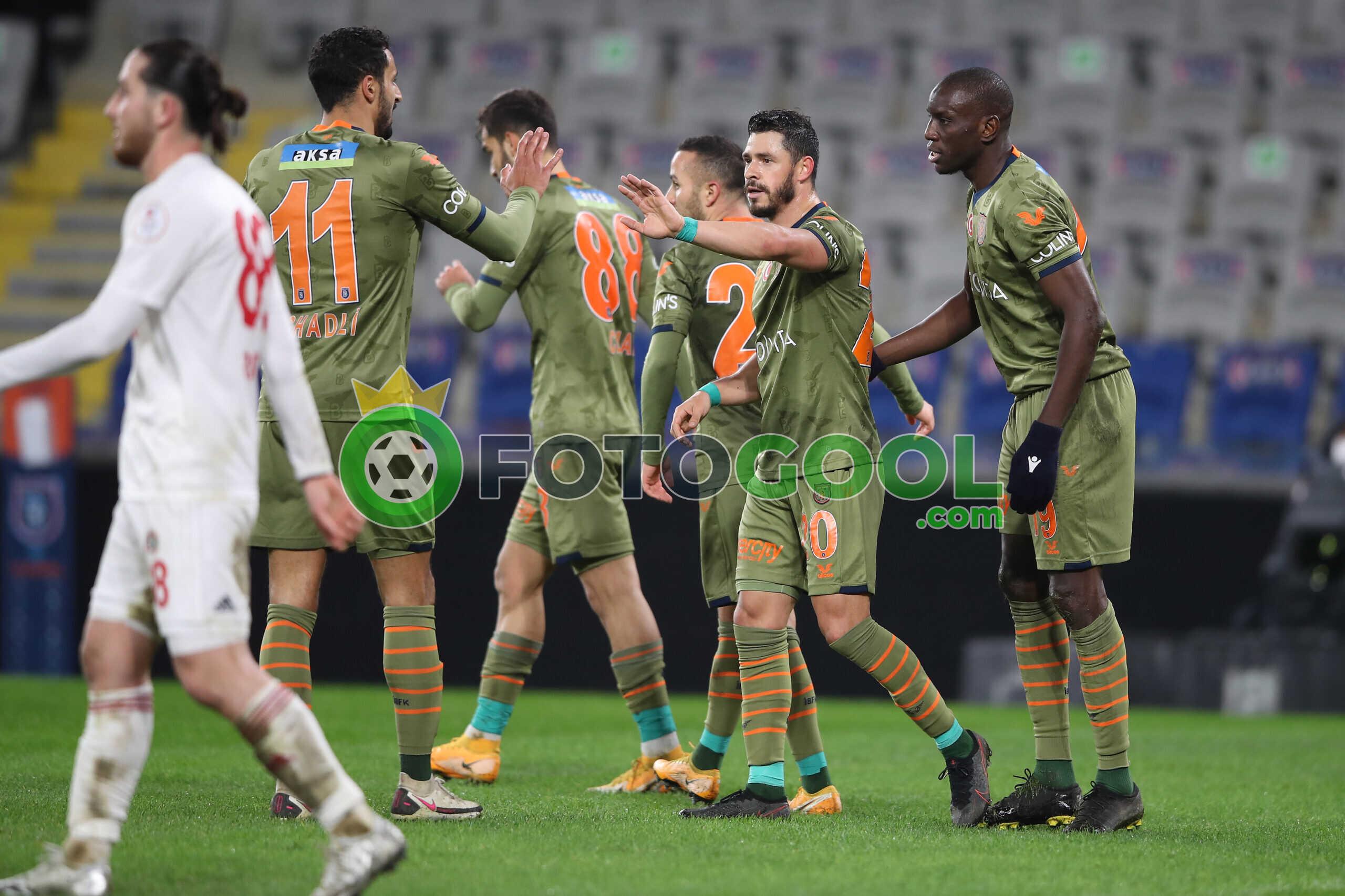 Başakşehir ikinci yarıda çoştu.  7-0
