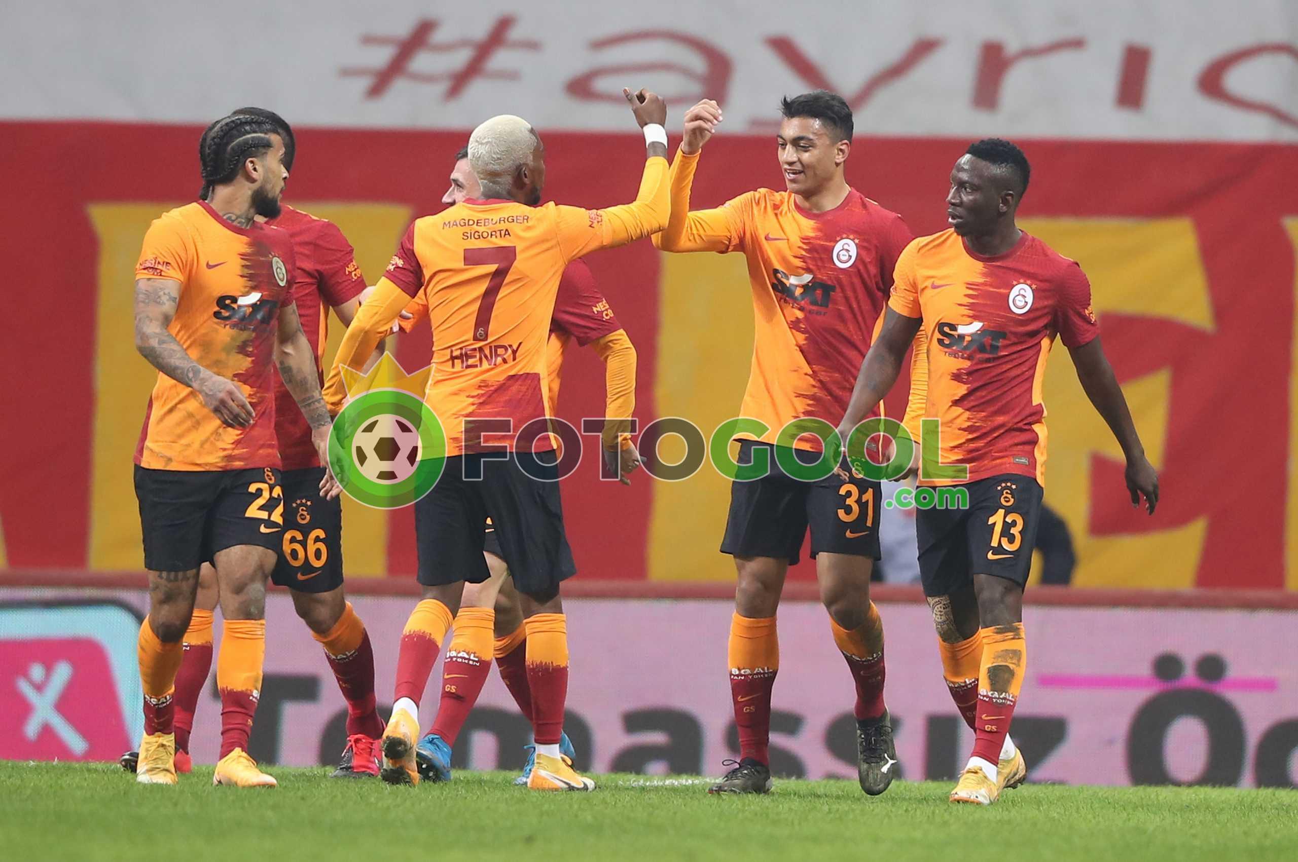 Galatasaray ilk yarıda bitirdi 2-0