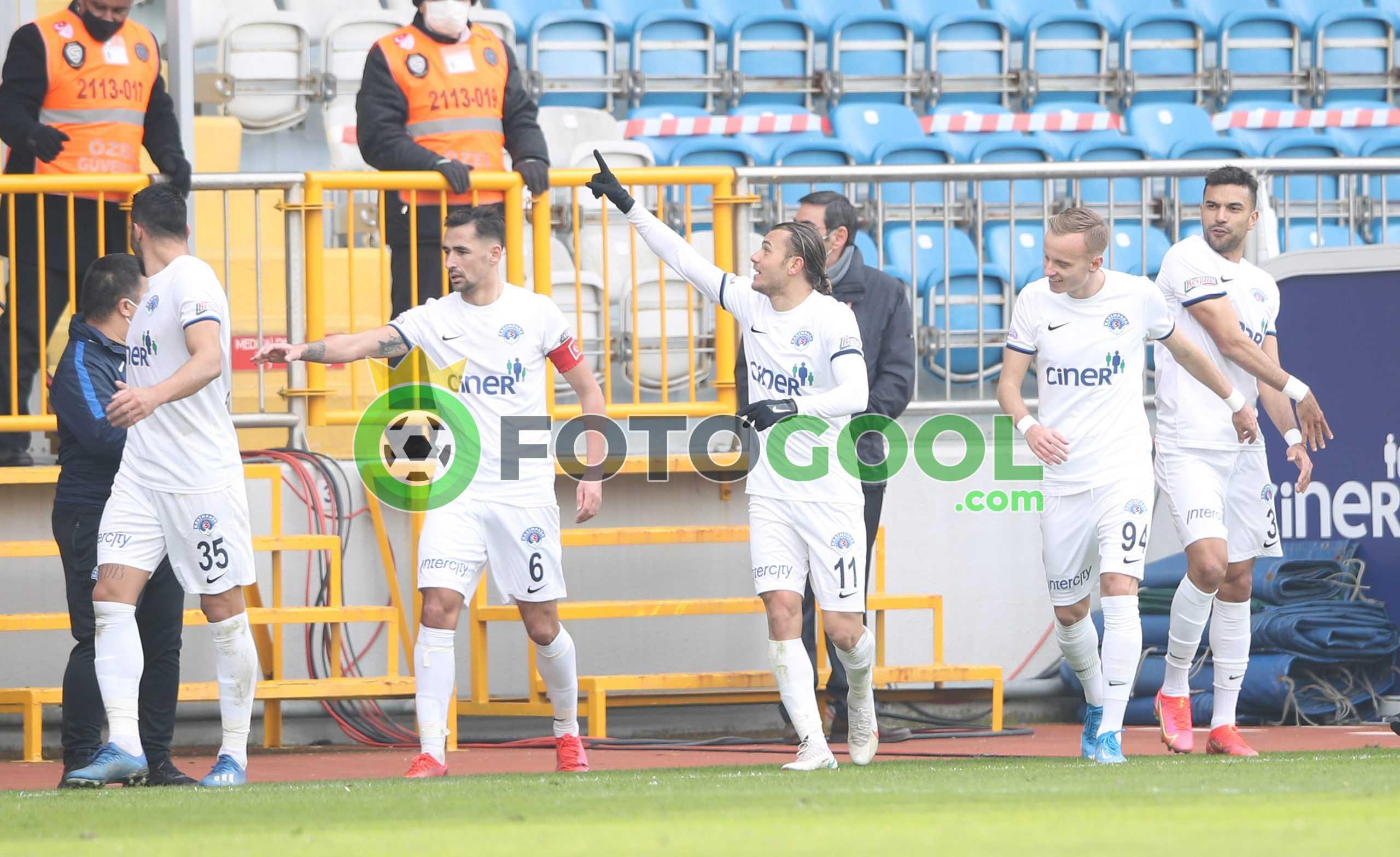 İstanbul derbisinde gülen Kasımpaşaspor oldu.  3-2