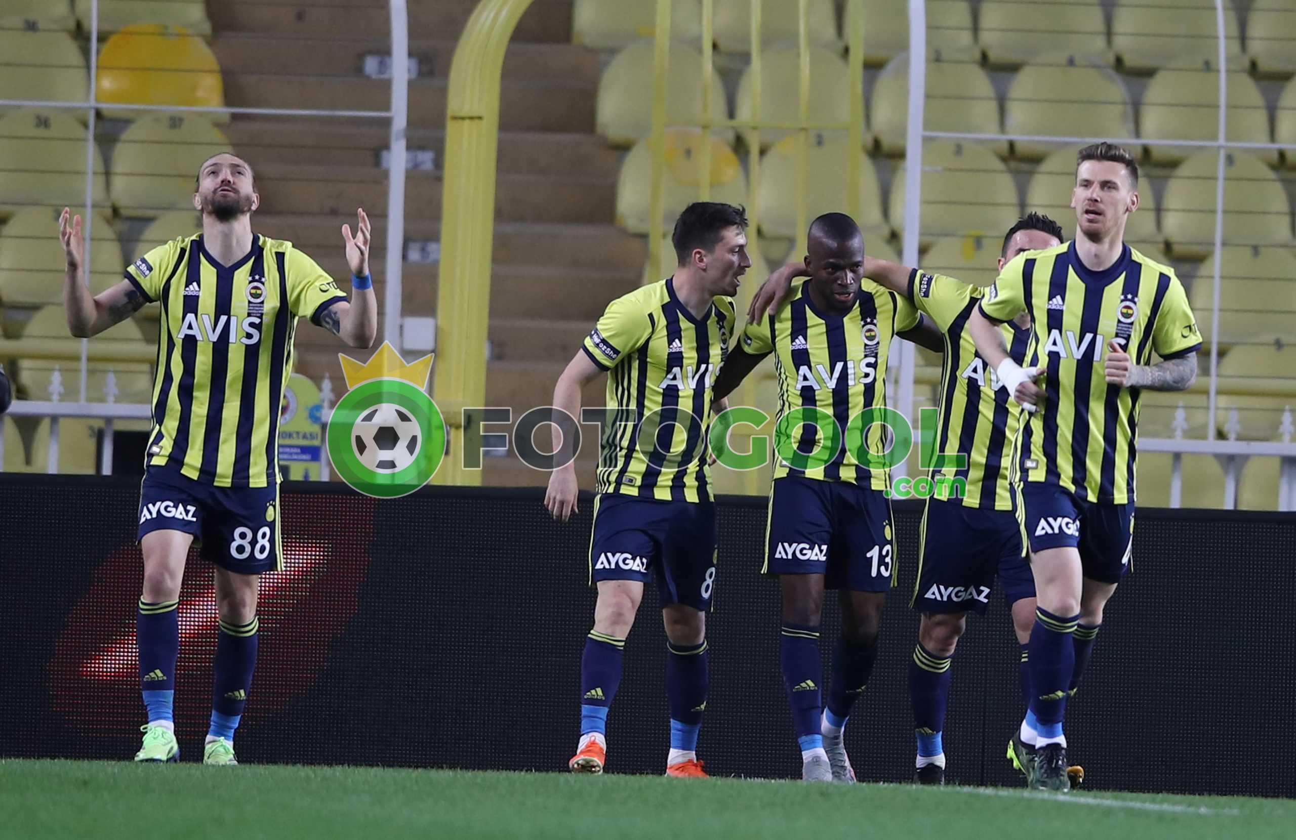 Fenerbahçe  zirve yarışını bırakmadı 3-1