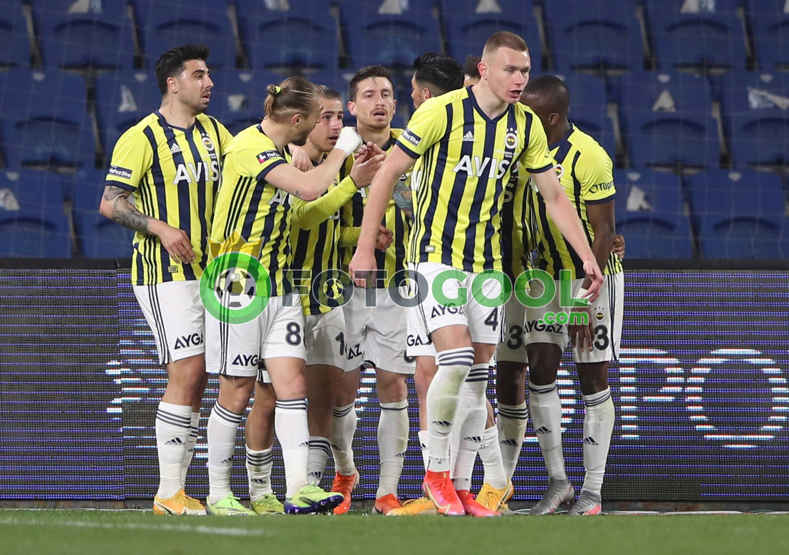 Fenerbahçe , liderin ensesinde 2-1