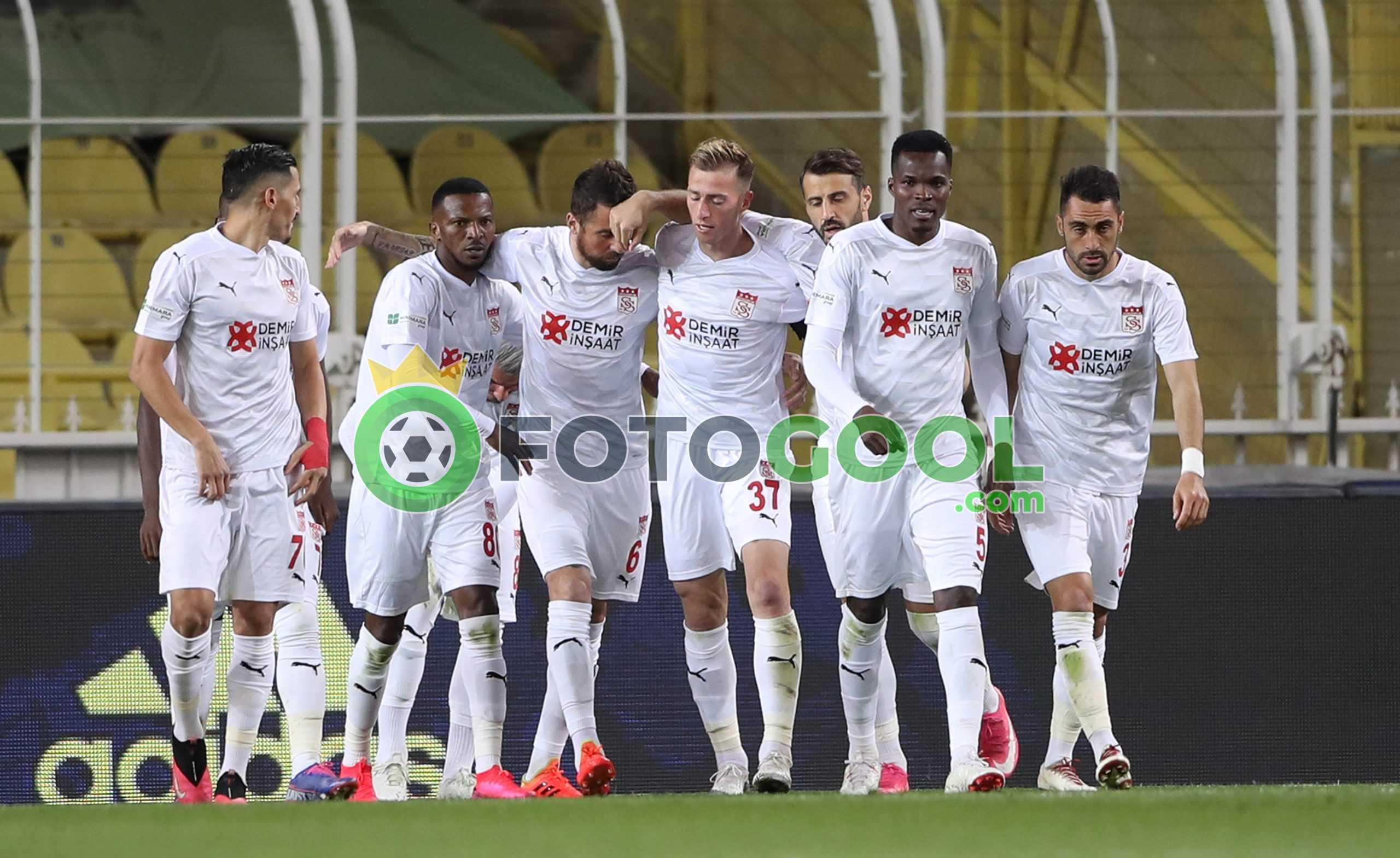 Fenerbahçe'de avantajı kaçırdı  1-2