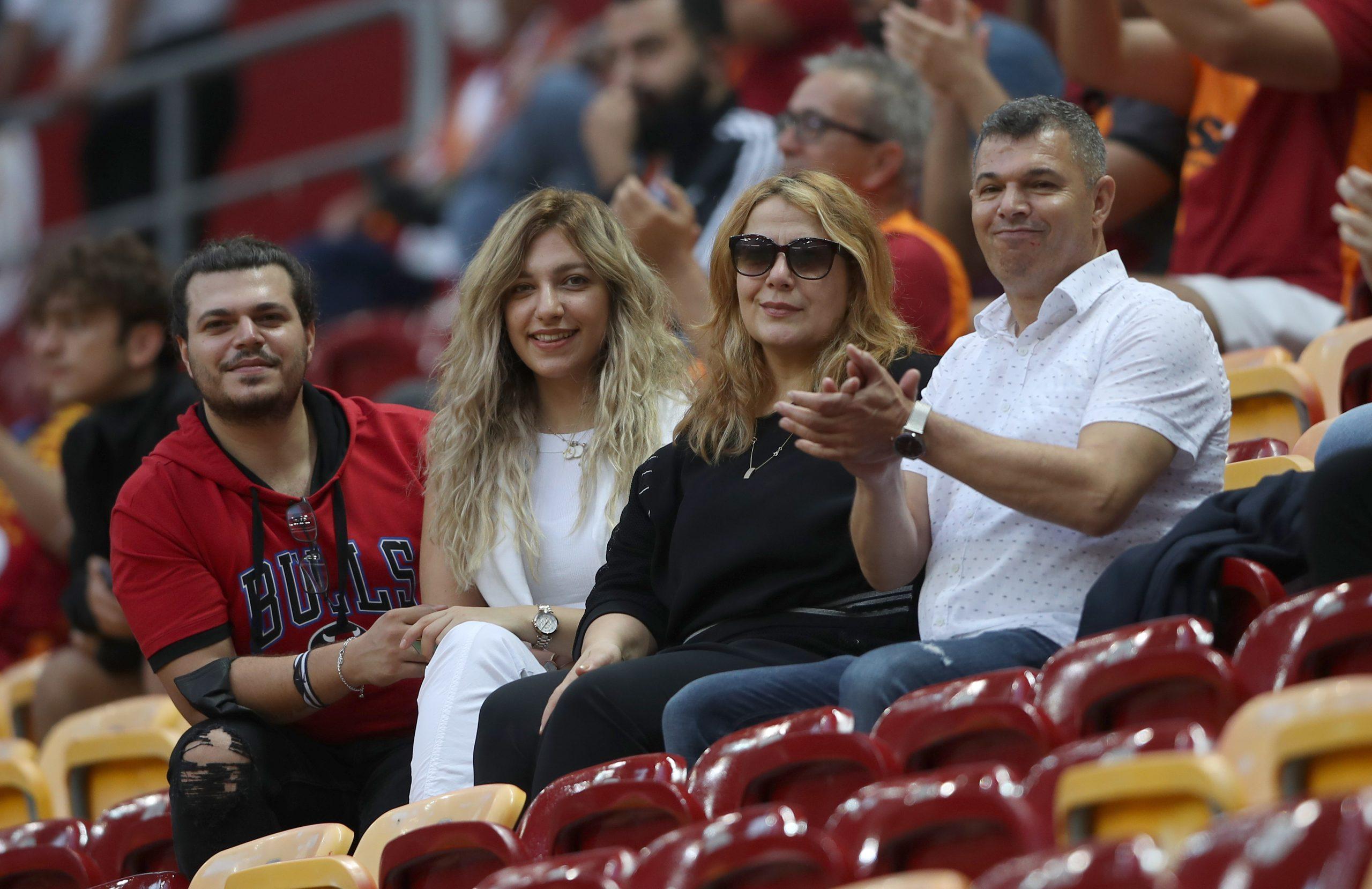 Fırat ve Ailesi Galatasaray'a uğurlu geldi.